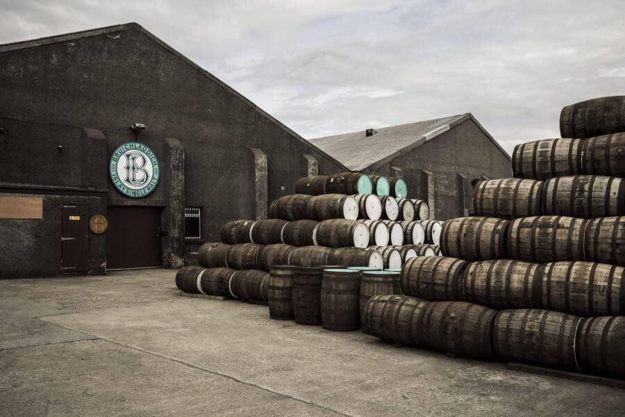 Foto der Bruichladdich Destillerie in Schottland